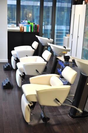 Le salon de coiffure dans lequel les équipes haircare testent leurs projets en conditions réelles
